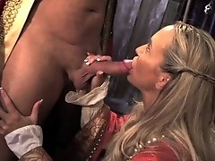 MILF queen blowing advisor
